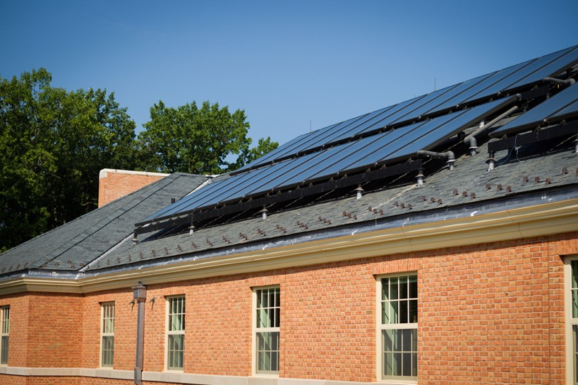 At Wake Forest's South Hall, roof mounted panels contain liquid-filled tubes. Solar energy heats the tubes, providing a sustainable supply of hot water in tanks located in the attic. This stored hot water provides preheated tap water for showers and sinks — greatly reducing the amount of natural gas needed to produce hot water.